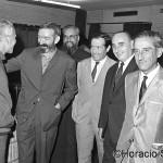 Salvador Artigas saluda a Vicens Ferrer al Camp Nou. Al seu costat Carlos Santís. 6 de juny de 1968.