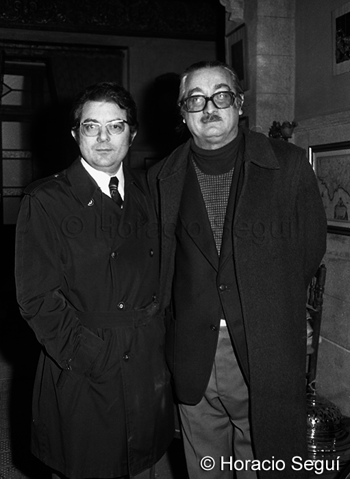 Joan Fuster amb el president de la Penya Barcelonista de Sueca l'any 1973